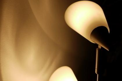 上を照らす照明器具