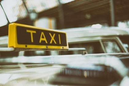 タクシーの看板