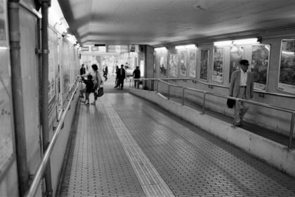 大阪・梅田の通路