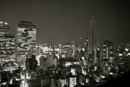 大阪・梅田駅のモノクロ夜景