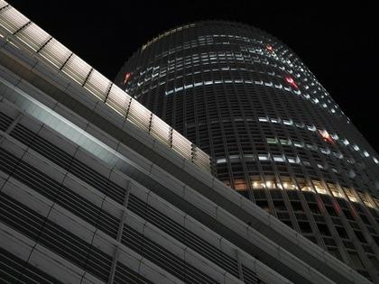 下から見た名古屋駅