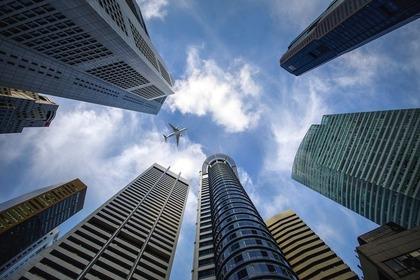 地上から見たビル