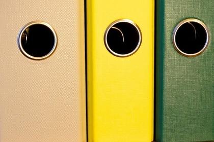 厚みの異なる3色のファイルボックス