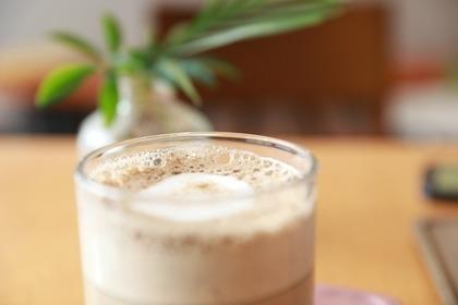 ミルクティーが入ったグラス