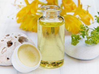 黄色い花とオイル