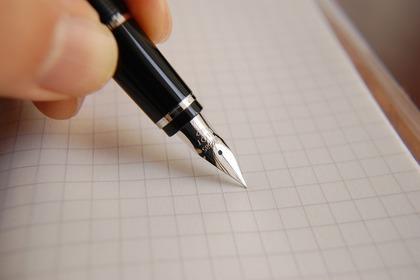 万年筆と方眼紙