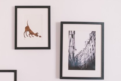 壁に飾った写真