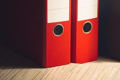 赤色の2つのファイルボックス