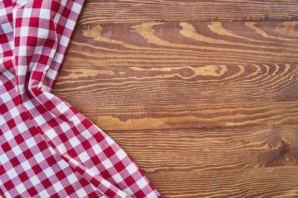 チェック柄の布とテーブル
