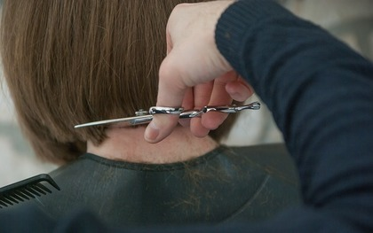 髪を揃える人
