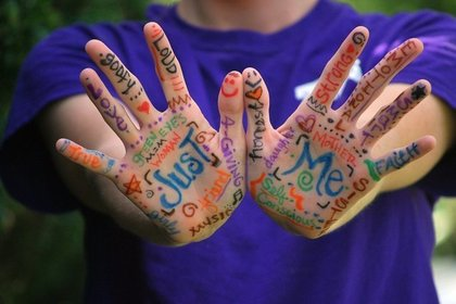 Middle hands 52e2d64443 1280