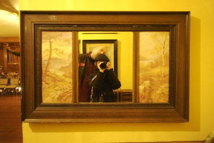 木のフレームの鏡
