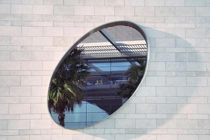 白い壁と鏡