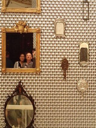 壁に貼られた鏡