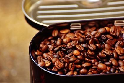 コーヒーの入った缶