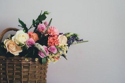 花が入ったかご