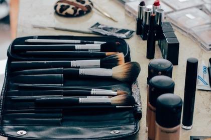 化粧ブラシとコスメ