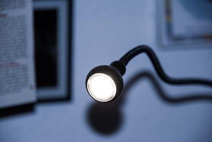 電気の付いたデスクライト