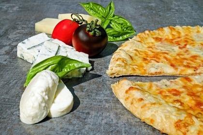 チーズとピザ