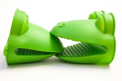 シリコン製の緑の鍋つかみ
