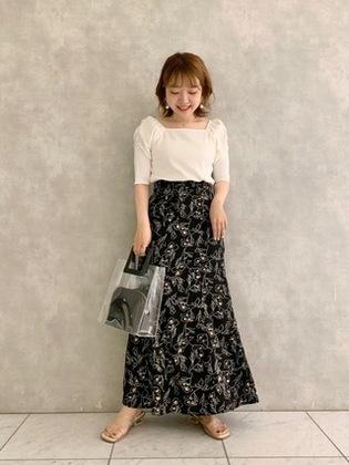 ホワイトカットソー&スカート
