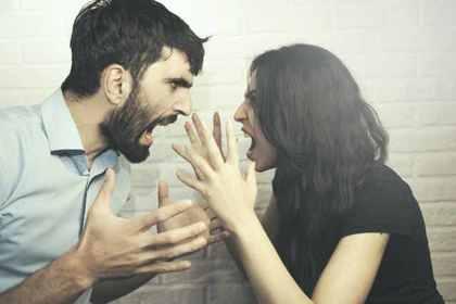 女性関係には注意が必要