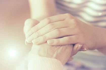 手が綺麗な女性