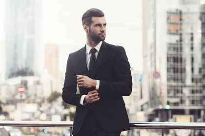 ミステリアスな雰囲気の男性