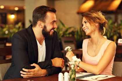 レストランカップル