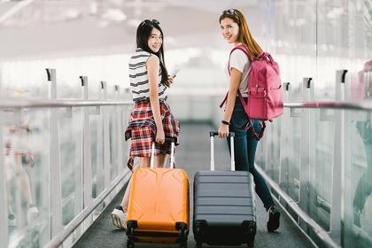 旅行へ行く女性