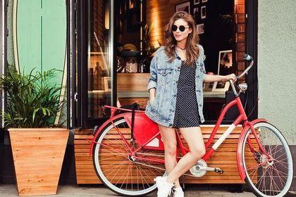 赤い自転車