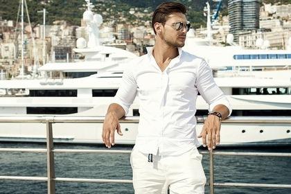 白い服のイケメン