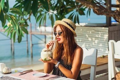 ビーチで飲む