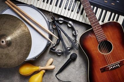 ロックバンドの楽器