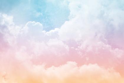 虹色に輝く雲