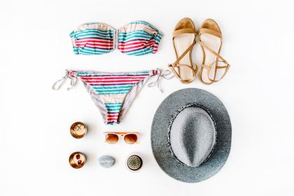 水着とサンダルと帽子