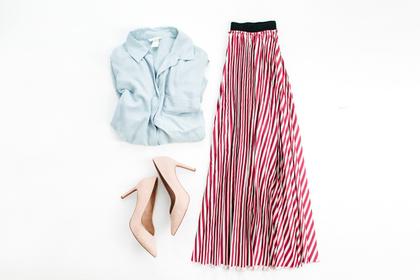 ロングスカートとシャツ
