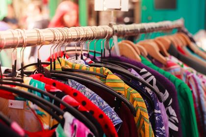 色々な色の服