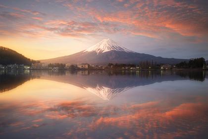 富士山から朝日が昇る所