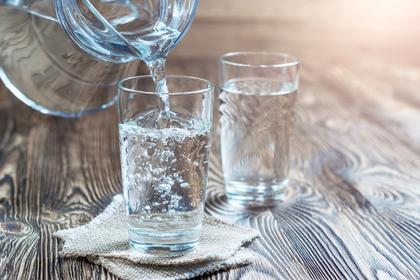 水とグラス