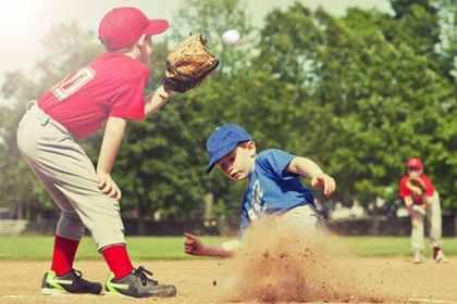 野球をする