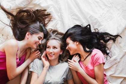 髪の毛の長い女性たち