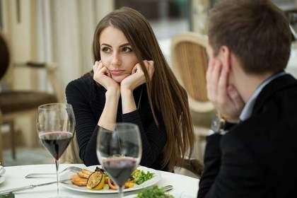 食事中にケンカしたカップル