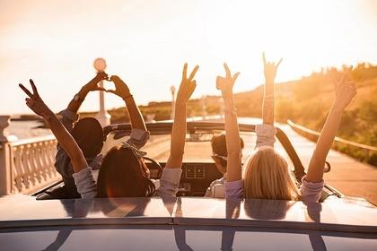 ドライブを楽しむ人たち