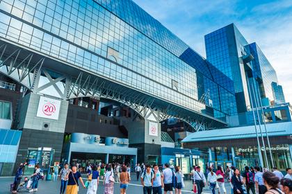 現代的な日本の都会の風景