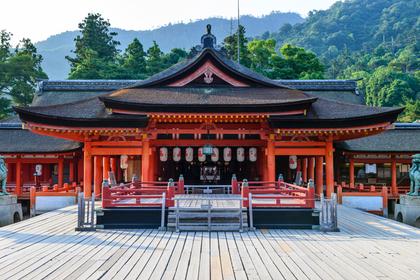 帯祝いが行われる神社のイメージ