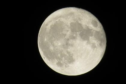 女性と満月