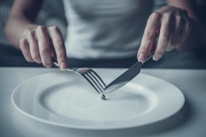 小食の女性